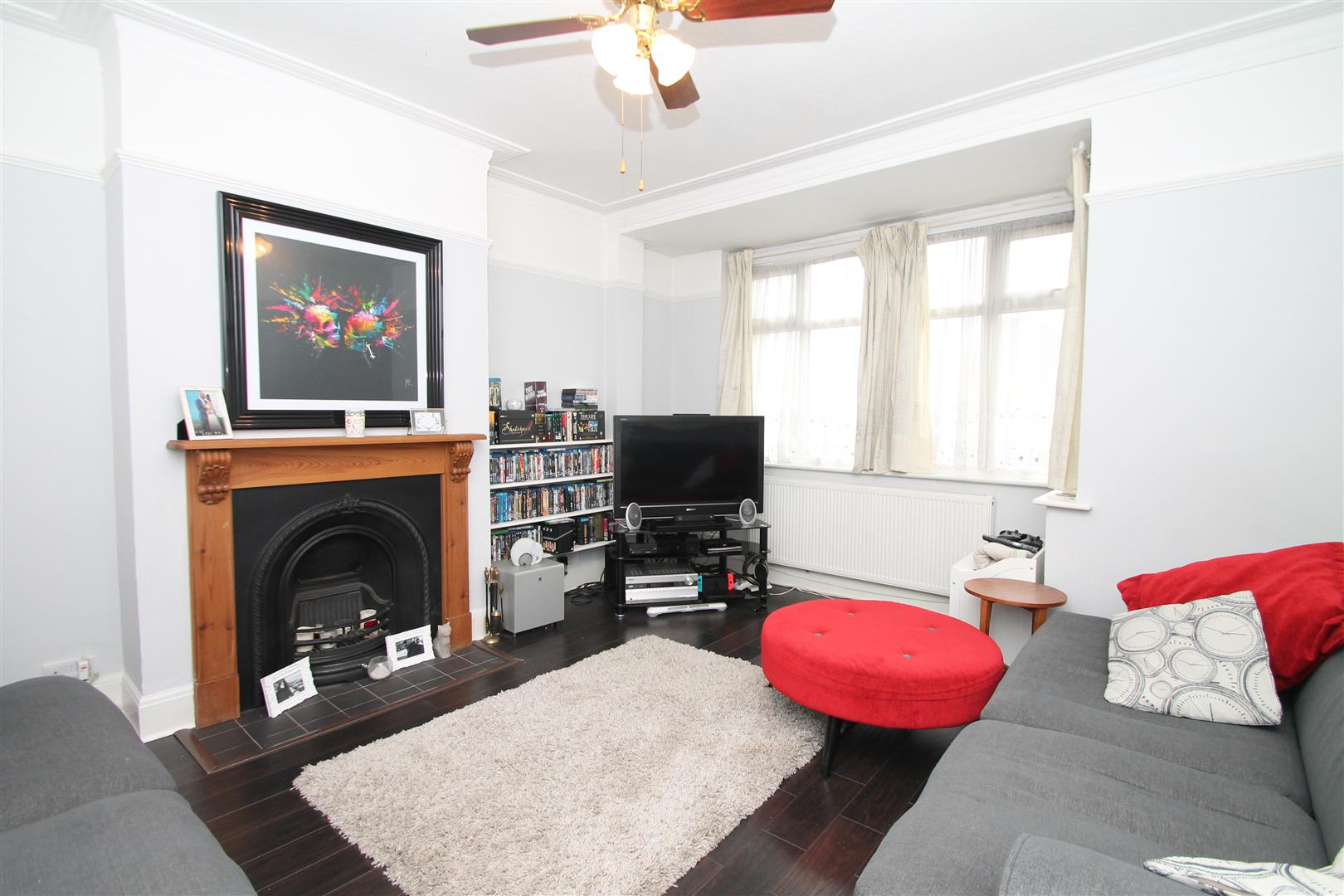 3 Bedrooms Terraced House for sale in North Circular Road, London N13